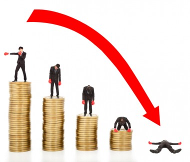 businessman lose coins with a red arrow going down